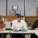 Cláudia Baddini, do Banco Mundial, Rafael Osorio, do IPC-IG e Ipea, e Vinicius Botelho, do MDS, no lançamento do Relatório de Atividades do WWP (Foto: Marco Prates)